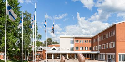 Lapin yliopiston kampus ulkoapäin kuvattuna.